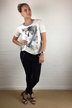 T-Shirt, Råhvid m. motiv, b.young